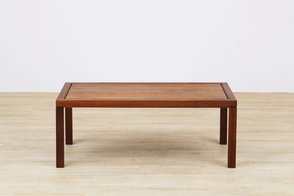 AUTHENTICITY LIVING TABLE C